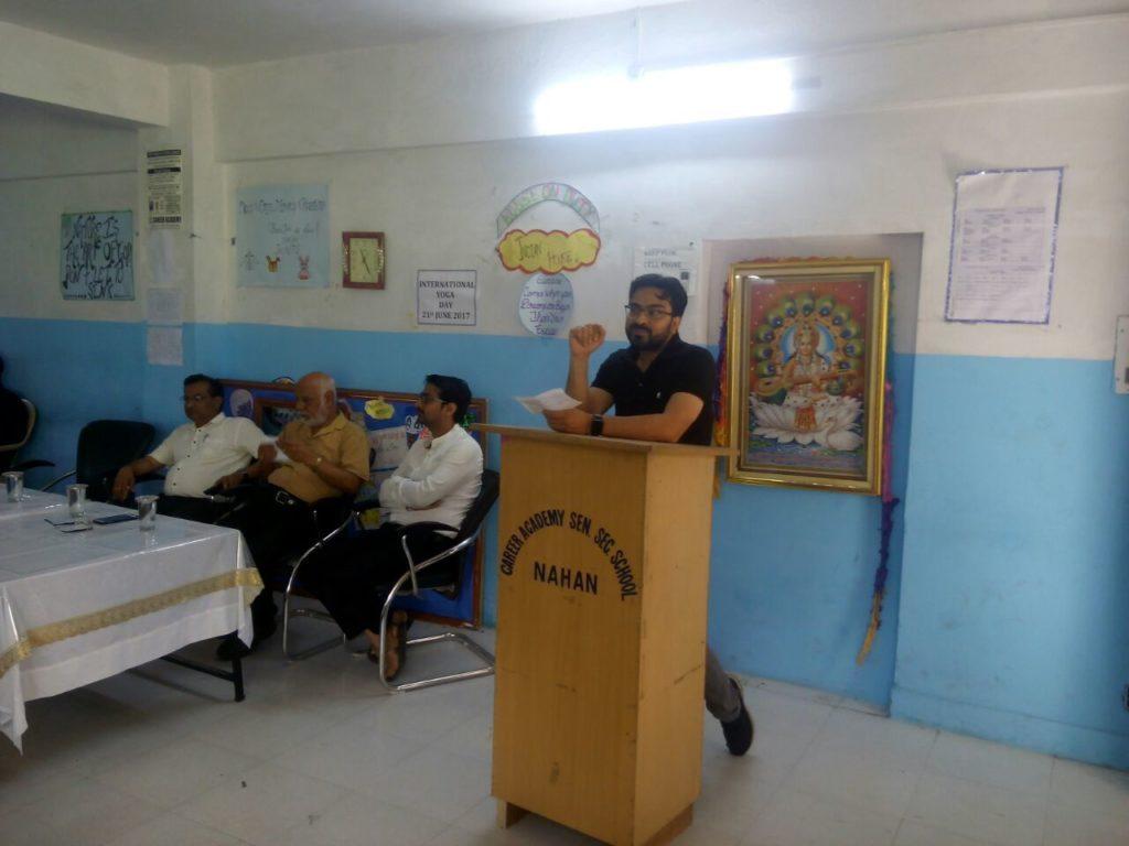 Er. Manoj Rathi giving motivational speech