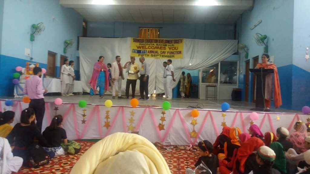 Er.Manoj Rathi being honored.
